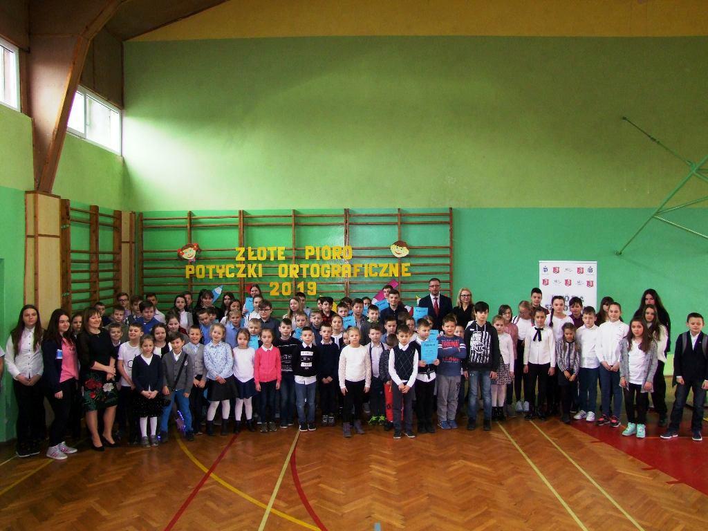 70bb0b9200493 Wszystkich przybyłych przywitała Dyrektor szkoły Pani Danuta Ronij oraz  Naczelnik Wydziału Oświaty i Spraw Obywatelskich Pani Dorota Grzeszczak.